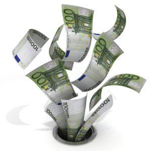 Billetes de cien euros que se van por un desagüe